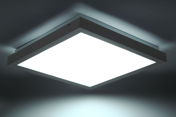 Plafoniere Quadrate Da Soffitto : Tybia dl l apparecchio da soffitto led light plus vendita